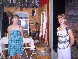 Слева направо О.В.Сергиенко с мамой Э.И.Сергиенко -жительницы Саратовской области. Музей-заповедник Большой Дуб, 11.08.2010г.